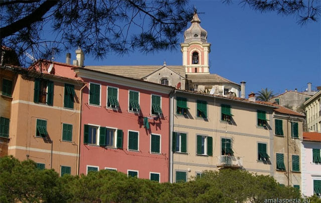 The colorful buildings of Fezzano