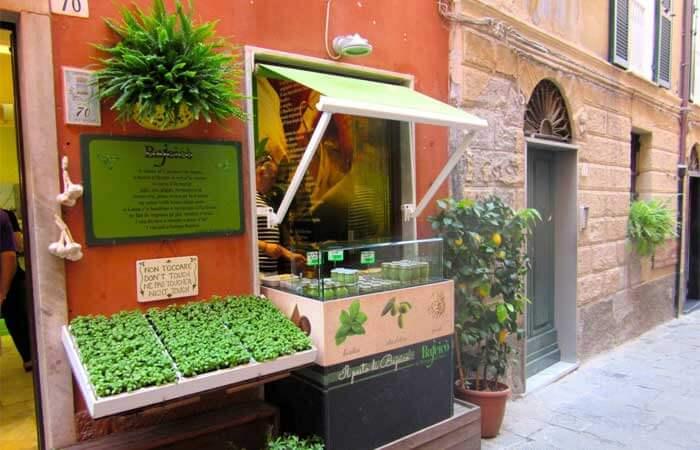 Pesto Shop in Portovenere. Image by destinationfiction.blogspot.com