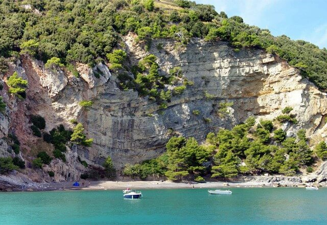 Pozzale Beach on Palmaria Island. Image by Maurizio Pessione.