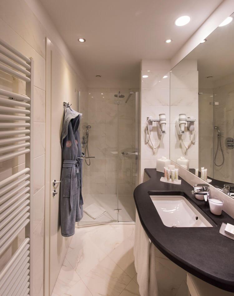 luxury marble bathroom in Liguria Portovenere Grand Hotel
