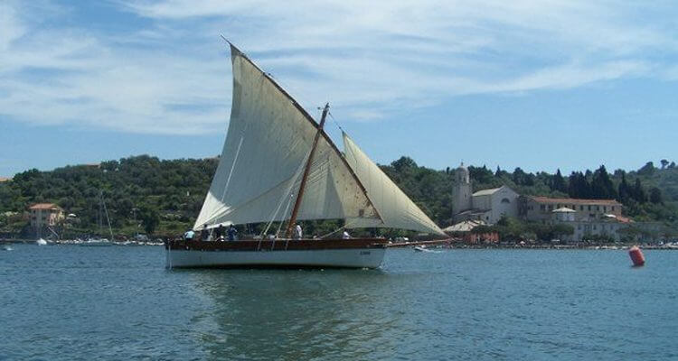 Zigoela vintage boat, Liguria