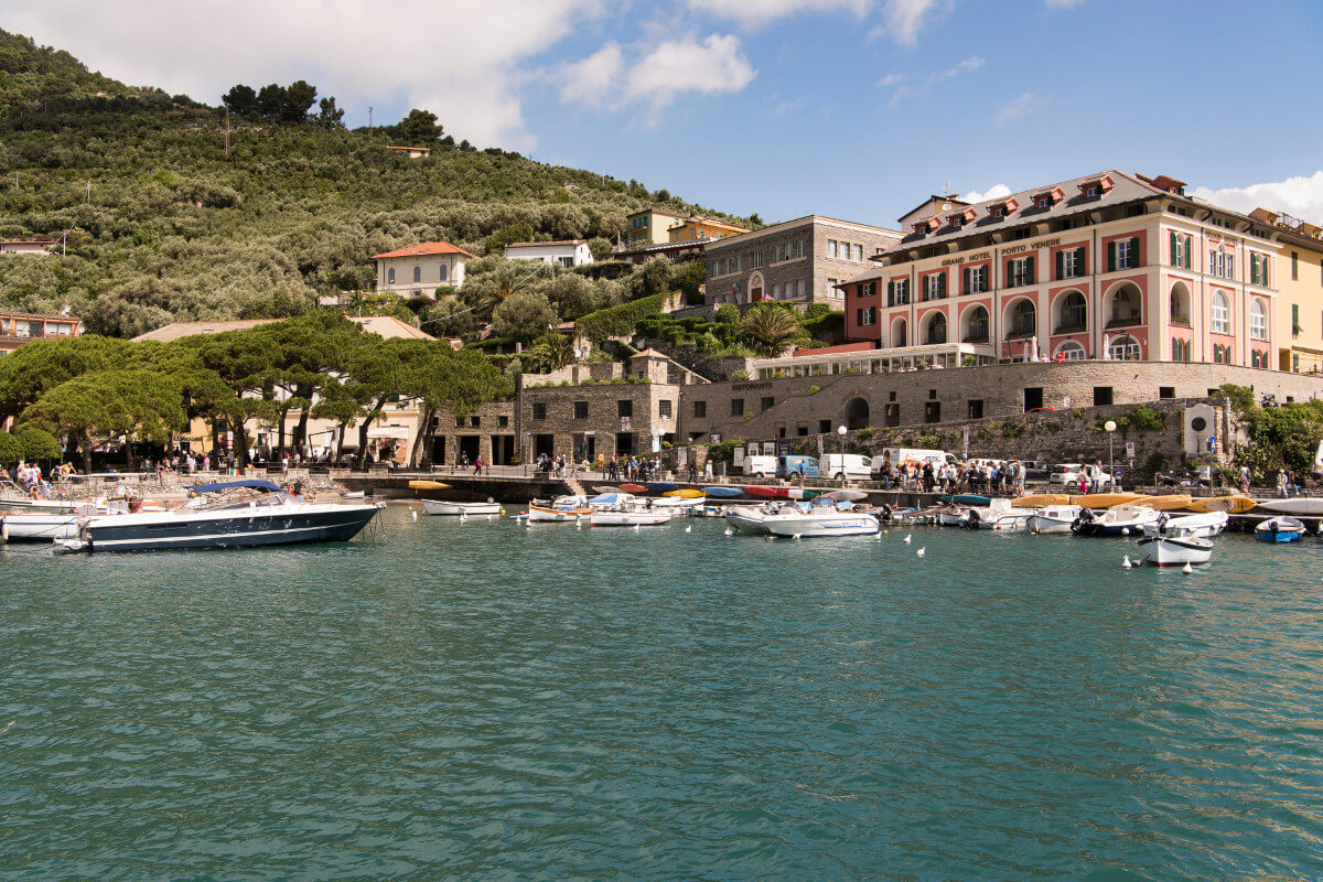 Cinque terre luxury hotel in the bay of poets italy for Hotels in cinque terre